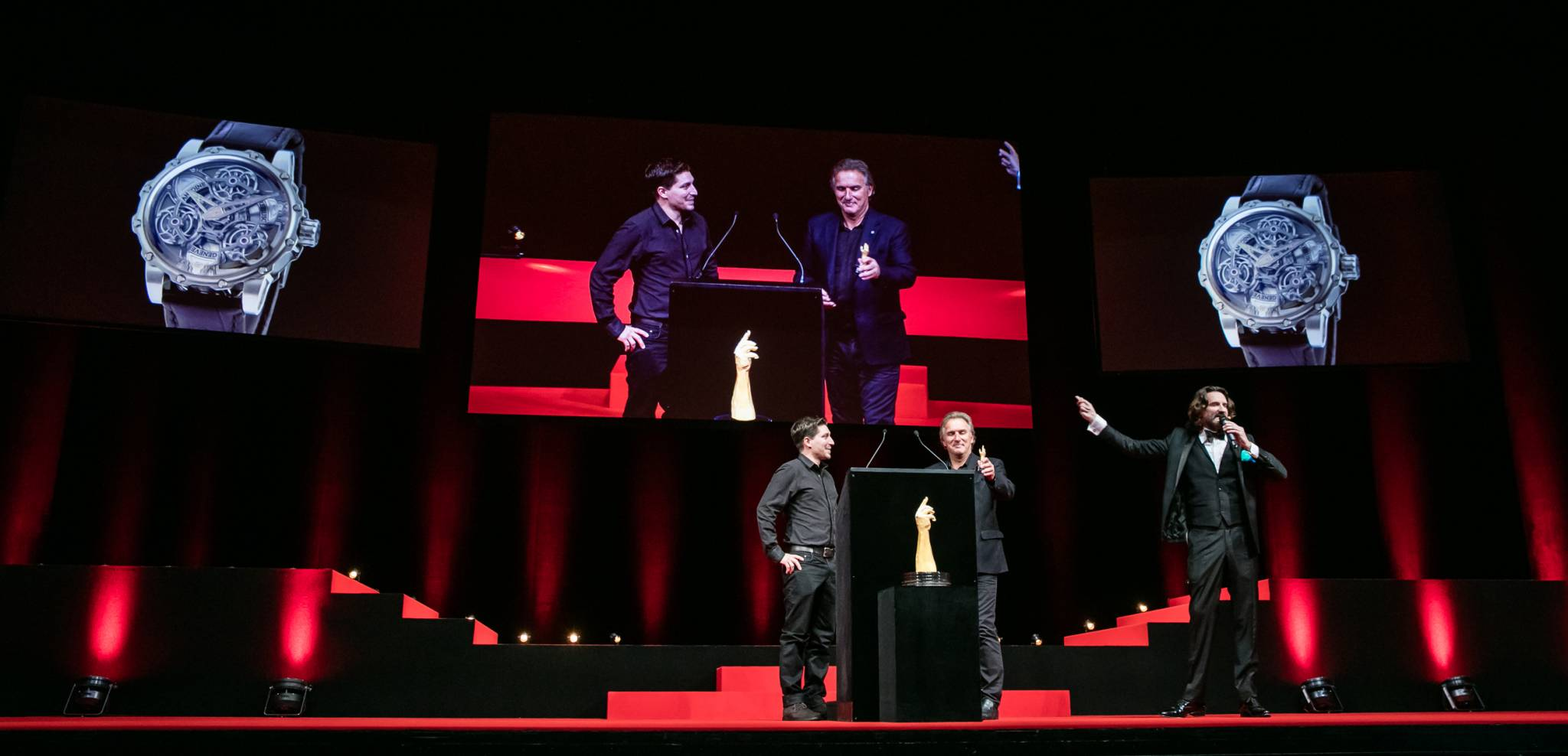 Antoine and Florian Preziuso (Founder of Antoine Preziuso and his son, winner of the Innovation Watch Prize 2015), with Frédéric Beigbeder (MC)