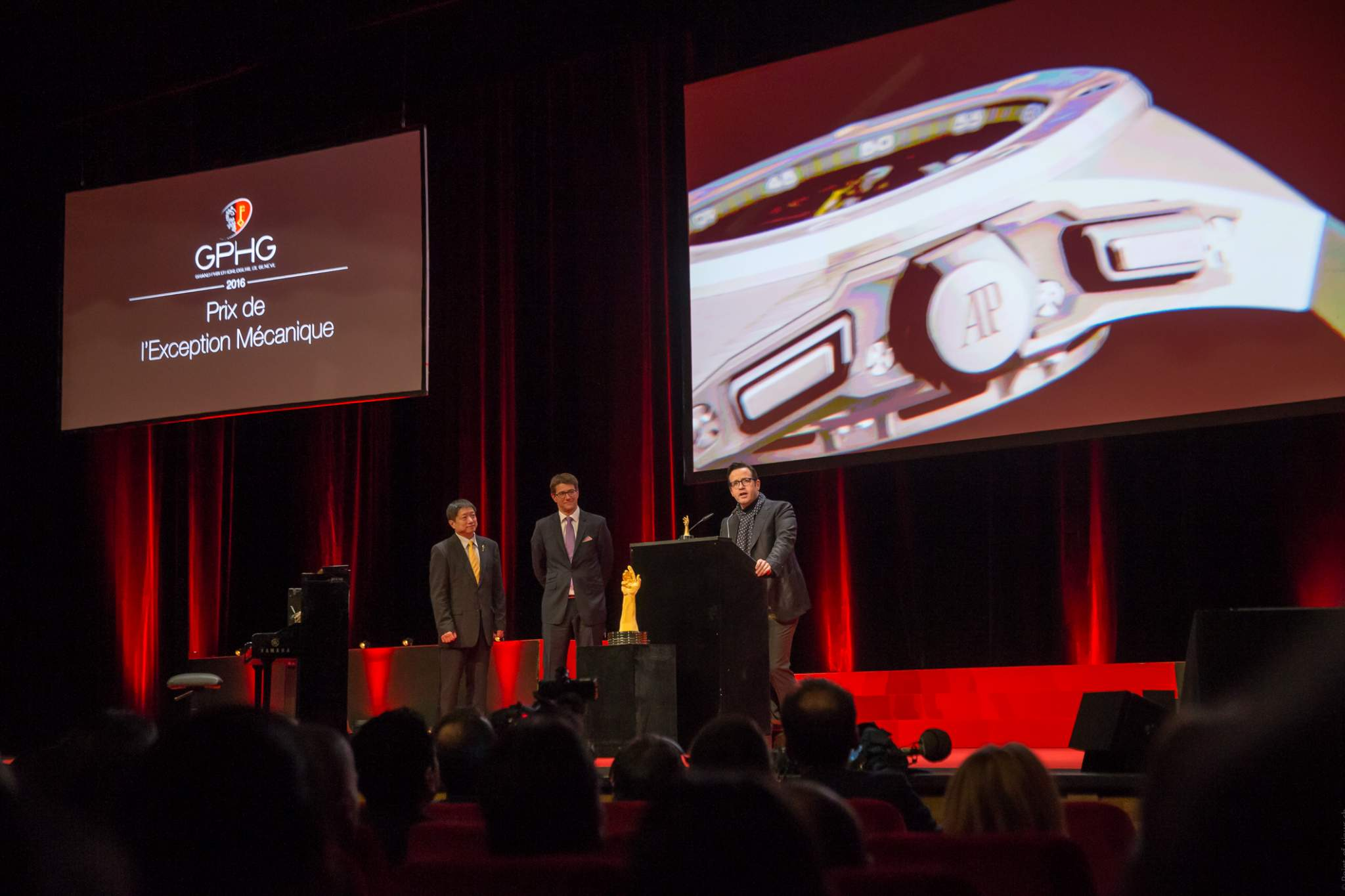 Zhixiang Ding and Gianfranco Ritschel (jury members) et François Bennahmias (CEO of Audemars Piguet, winner of the Mechanical Exception Watch Prize 2016)