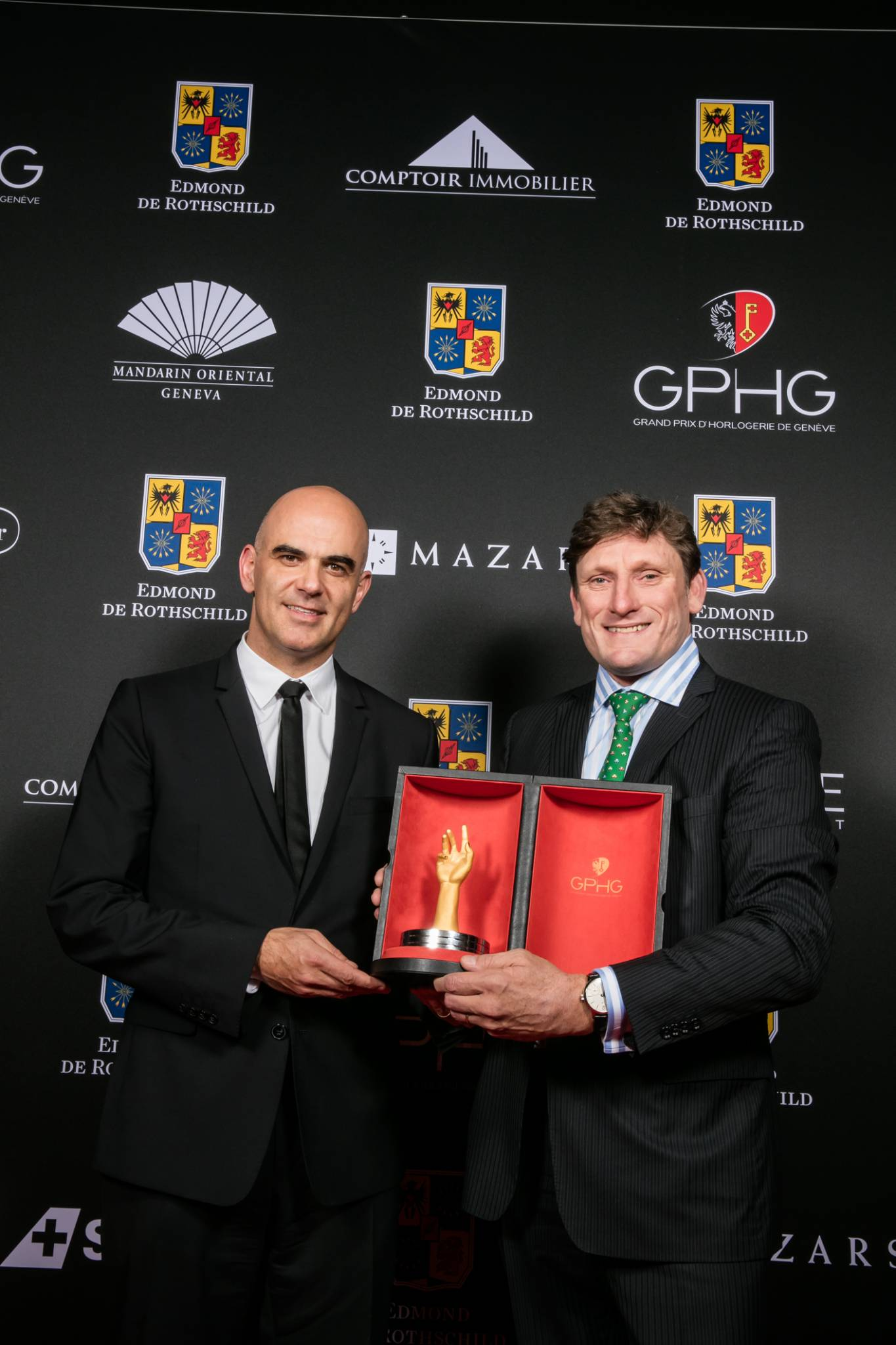 Alain Berset (Federal Councillor) and Stephen Forsey (Co-founder of Greubel Forsey, winner of the « Aiguille d'Or » Grand Prix 2015)