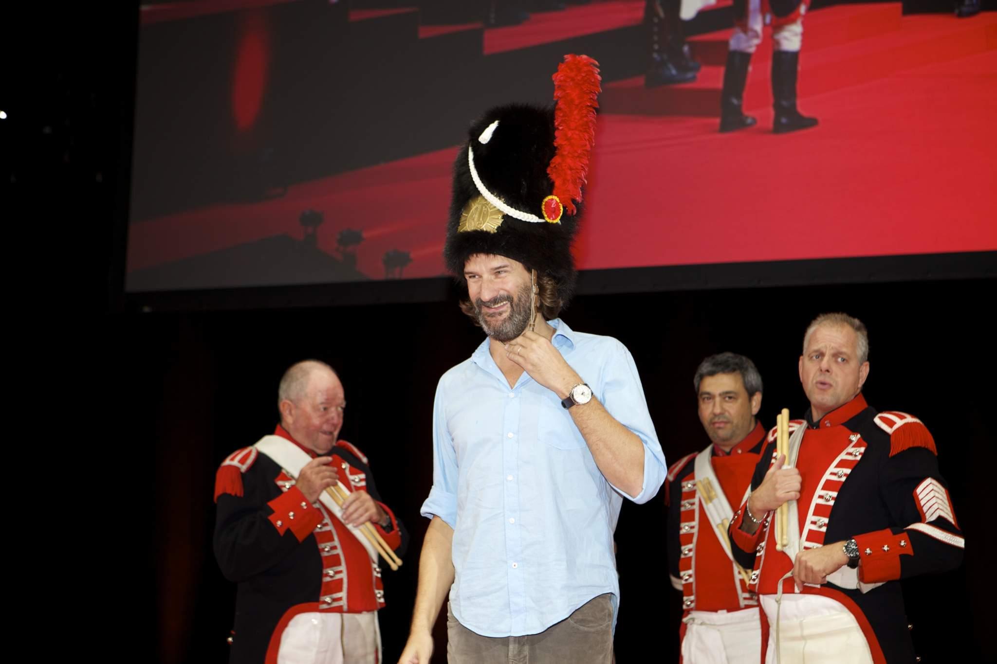 Frédéric Beigbeder (présentateur de la cérémonie du GPHG 2014) et les Vieux Grenadiers de Genève
