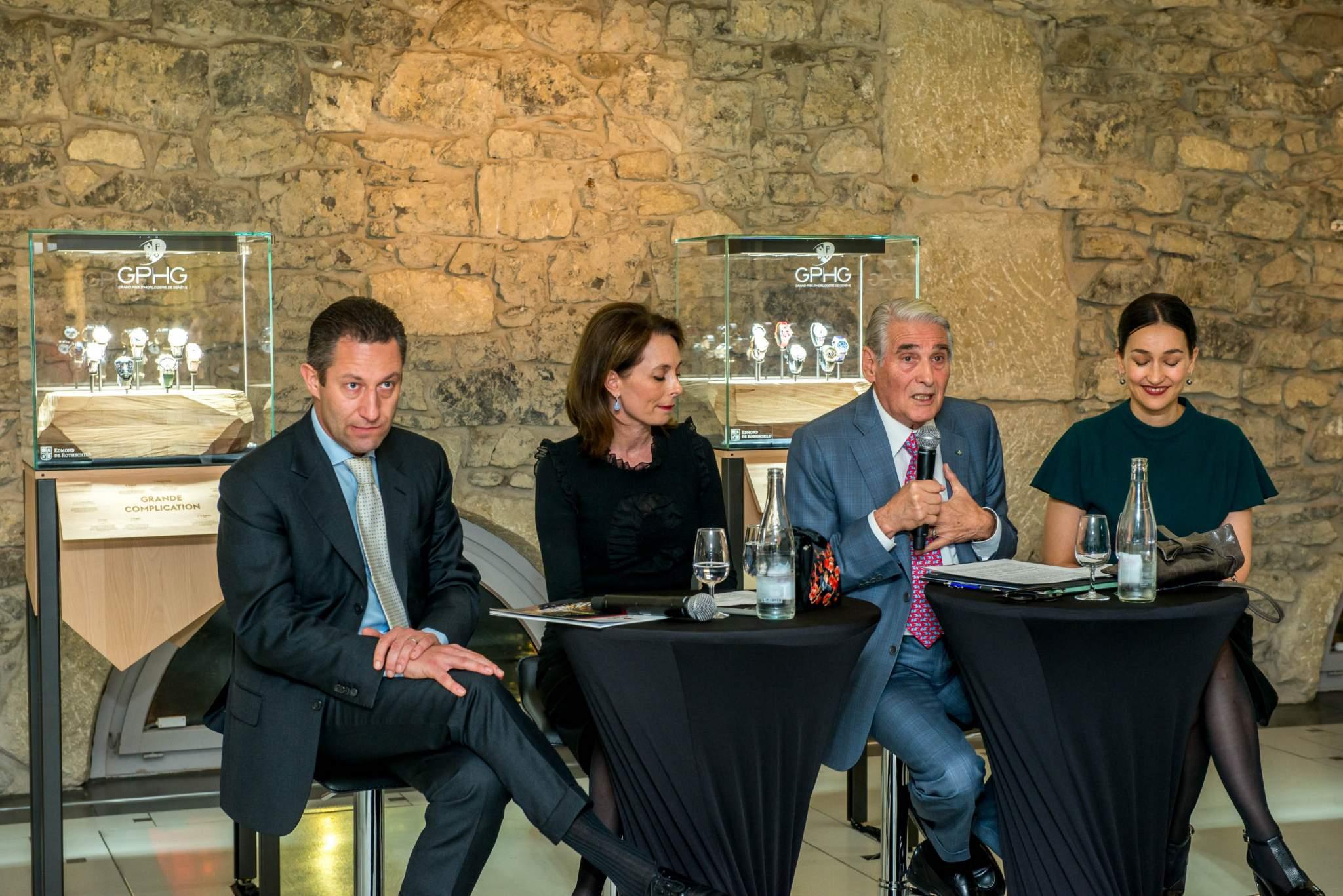 Aurel Bacs (Président du jury du GPHG), Valérie Boscat (Directrice Communication du groupe Edmond de Rothschild (Suisse) S.A.), Carlo Lamprecht (Président de la Fondation du GPHG) et Carine Maillard (Directrice de la Fondation du GPHG) lors de l'exposition du GPHG 2013 à Genève
